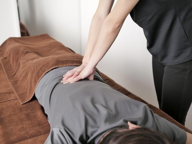 腰痛施術で痛みの原因から改善します