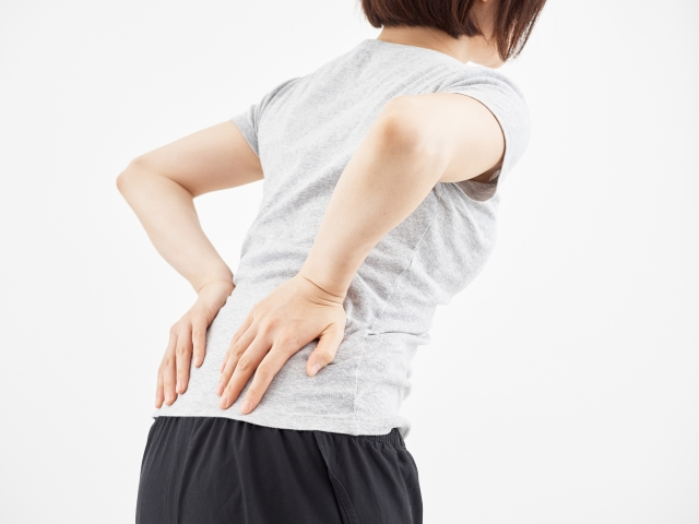 痛みやしびれが起こる原因の多くは骨の変形です