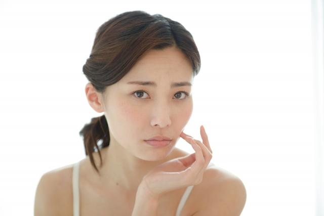 内臓機能や筋力の低下も表情筋が衰える原因